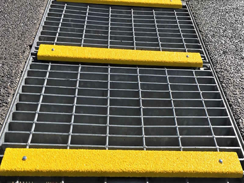 Antislip Conveyor Channel Cleat on Grating