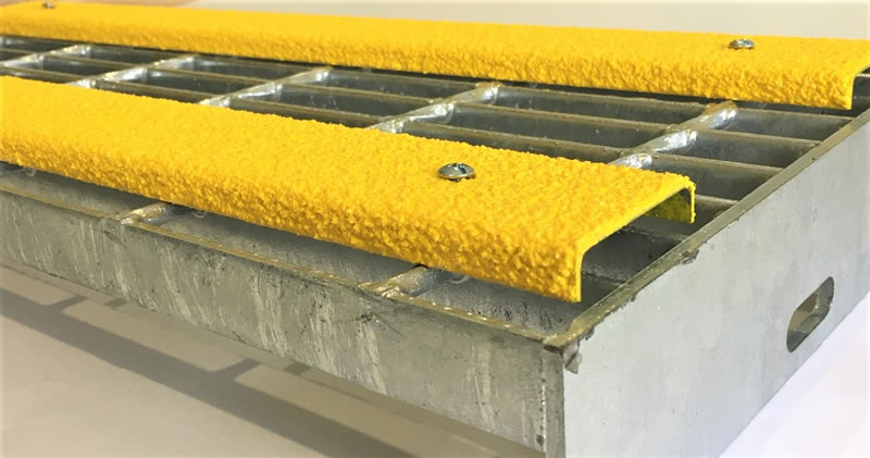 Galvanised Grating Tread with yellow conveyor channel cleats